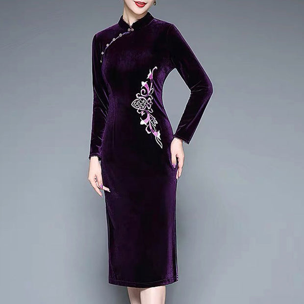 Mother of the Bride/Groom Dress Above the Knee with Elegant Embroidered Design in Dark Violet Color