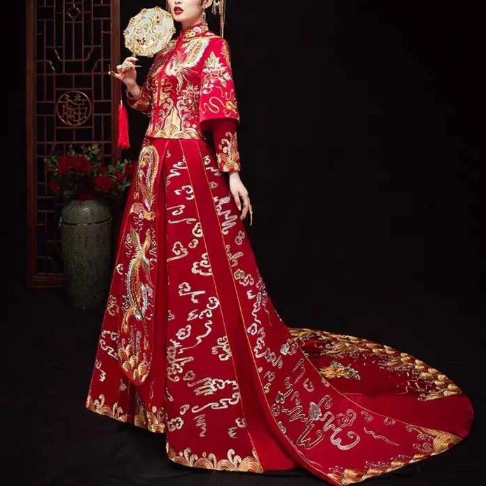 Wedding Kua 龍鳳卦/秀禾服 Qun Kua Cheongsam for Bride in Red with Long Back Design and Gold Embroidery