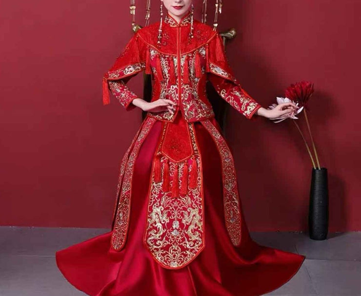 Wedding Kua 龍鳳卦/秀禾服 in Red with Tassels & Gold Embroidery