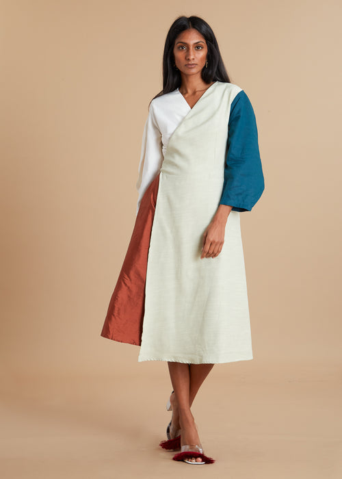Color block wrap dress with round sleeves