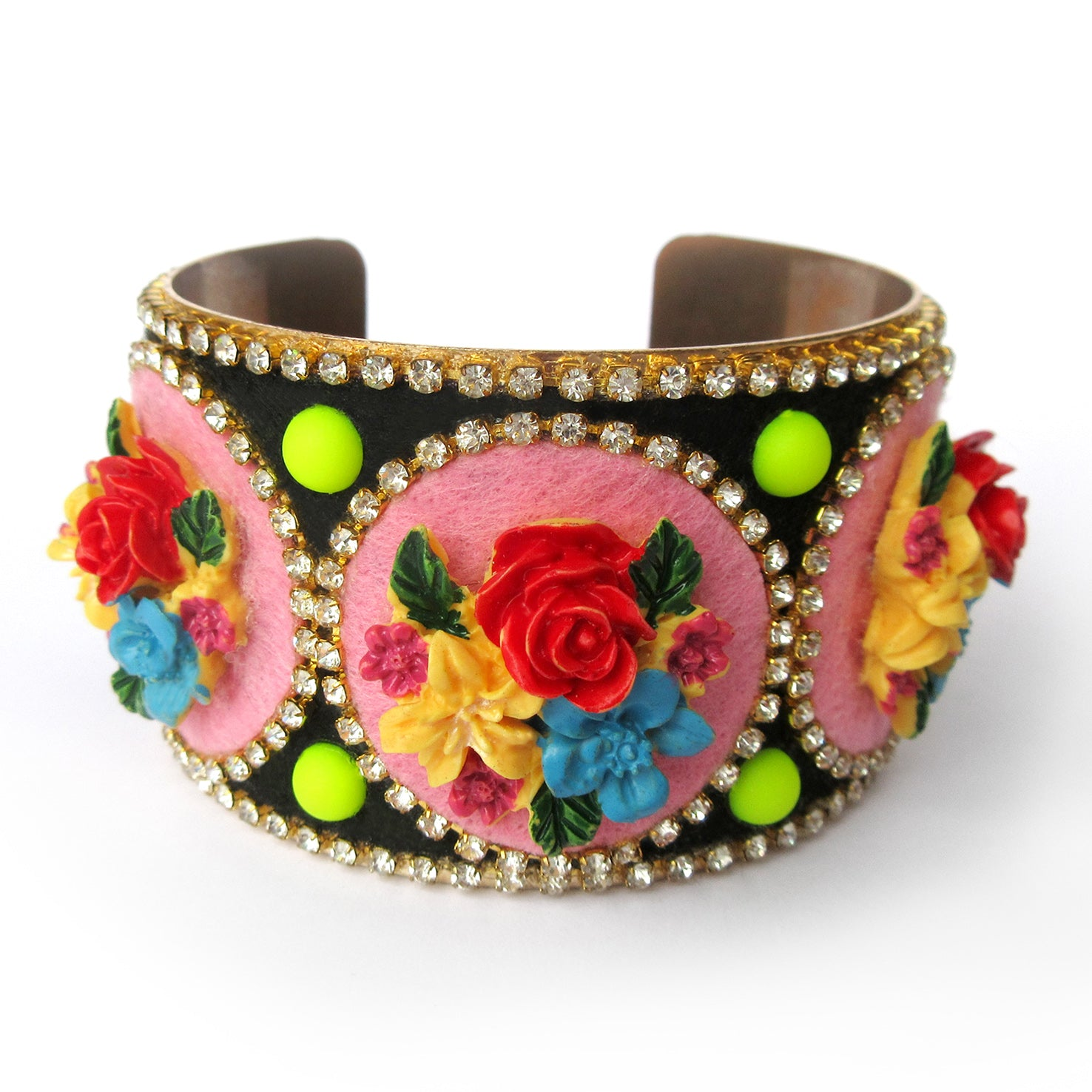 Mouchkine Jewelry chic and elegant Bracelet . Entirely handmade and made in France, a haute couture jewel decorated with flowers to sublimate your style. un bracelet chic et couture, orné de fleurs et de strass pour un look mode et tendance.