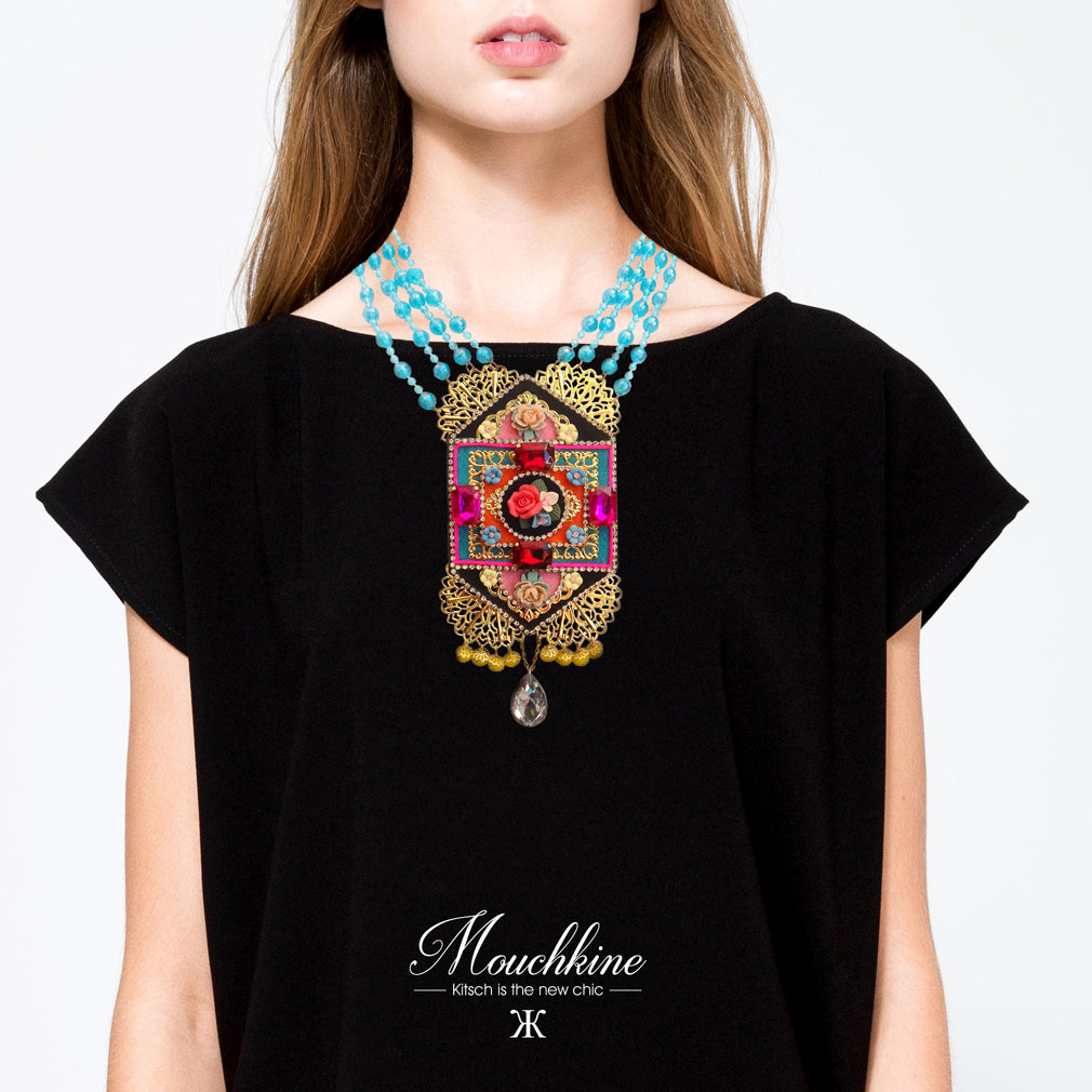 mouchkine jewelry magical necklace, and wonderful handmade masterpice with swarovsky crystals and ceramic flowers. Fashion style with this haute couture jewel. un collier couture chic et sublime pour un style hors du commun.