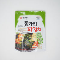 종가집 파 김치 한국산 - Green Onion Kimchi made in Korea (300g)
