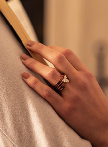 The Wire Ring with Diamonds