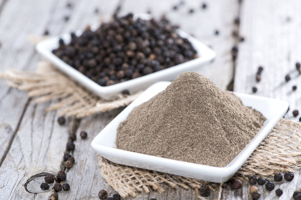 Black peppercorns and black pepper powder