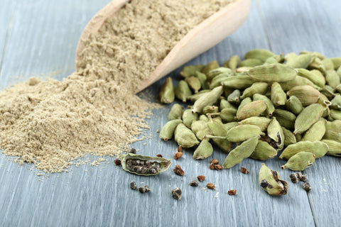 Cardamom powder and whole pods