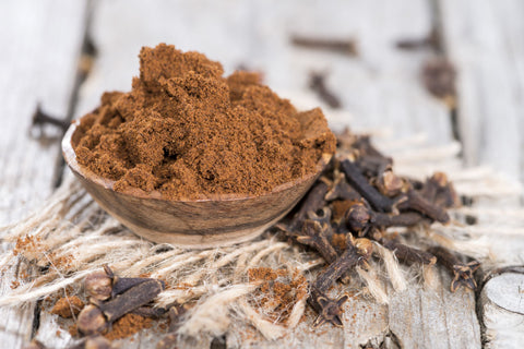 Clove powder and whole cloves