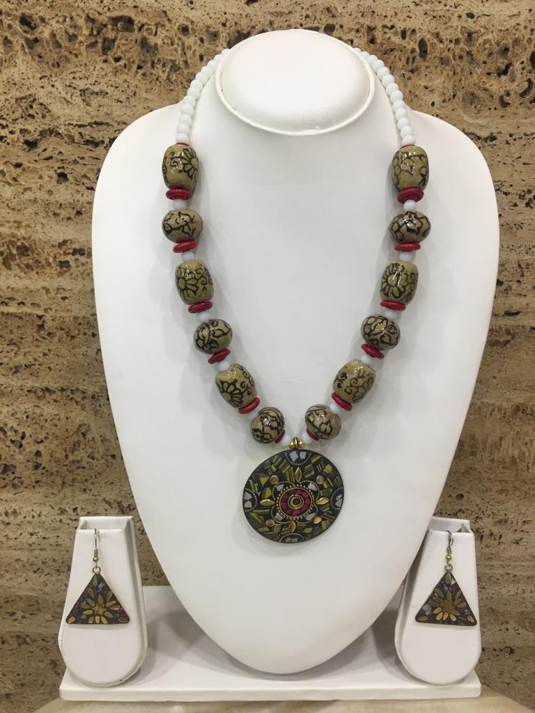 Digital Dress Room Tibetan Gold Plate Brass Multi-Color Pendant Grey Stone White Beads Necklace with Earring
