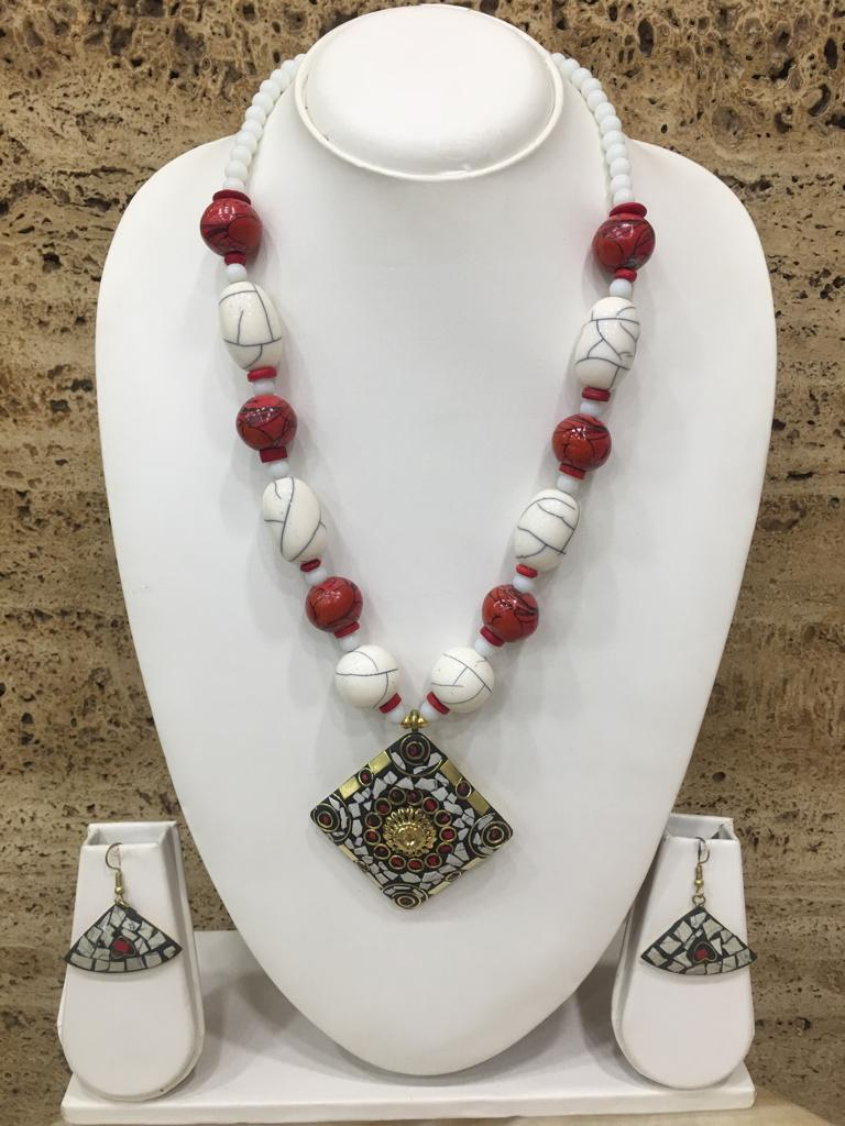 Tibetan Gold Plate Brass Multi-Color Pendant Red Stone White Beads Necklace with Earring