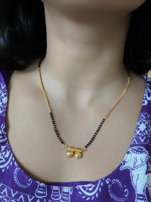 Digital Dress Room Short Mangalsutra Designs Gold Plated Latest 2 Vati Pendant Single Layer Gold Chain Mangalsutra