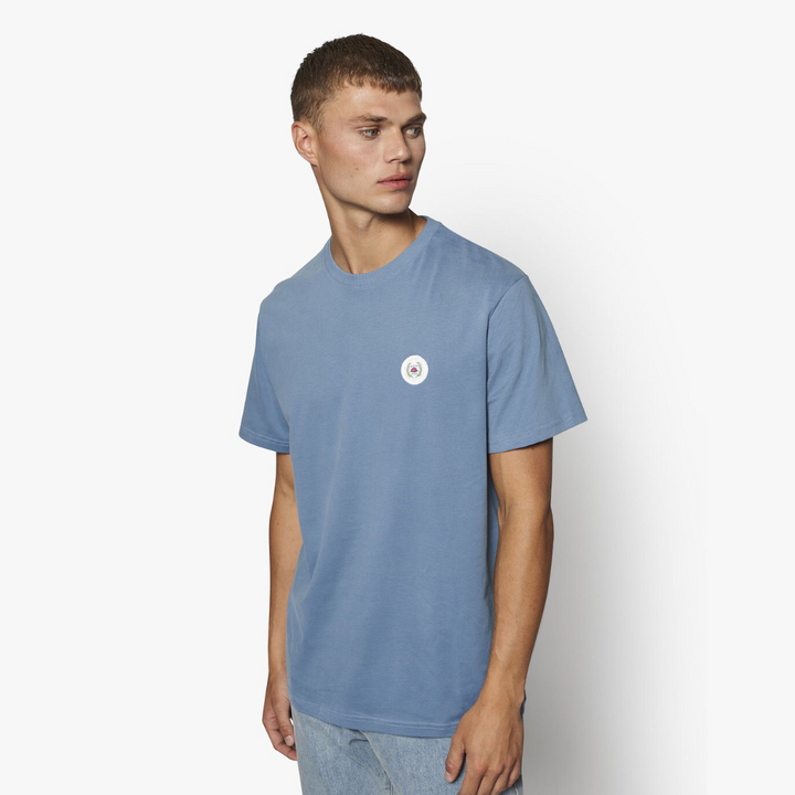 Our Jarvis Patch Tee - Herre T-shirt - Dust Blue