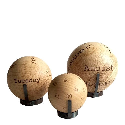 Kalender Balls aus Eiche von The Oak Men