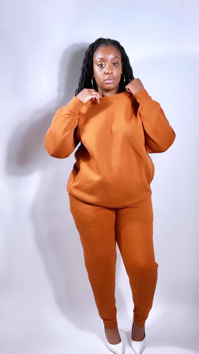 Almond crewneck sweatsuit (PLUS) - SADE GLAMOUR