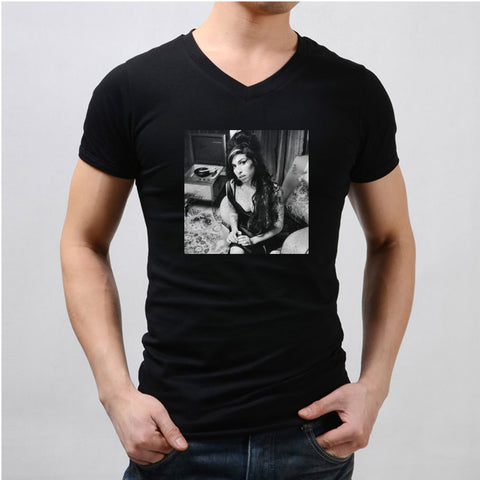 Amy Winehouse Sexy Men'S V Neck