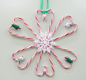 "Candy Cane Wreath – 8 Days of ""Crafts-mas"""