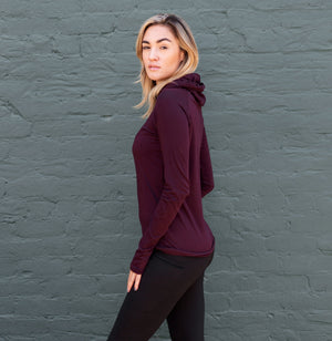 Active long sleeve hooded shirt