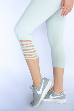 Criss-cross mint capri's