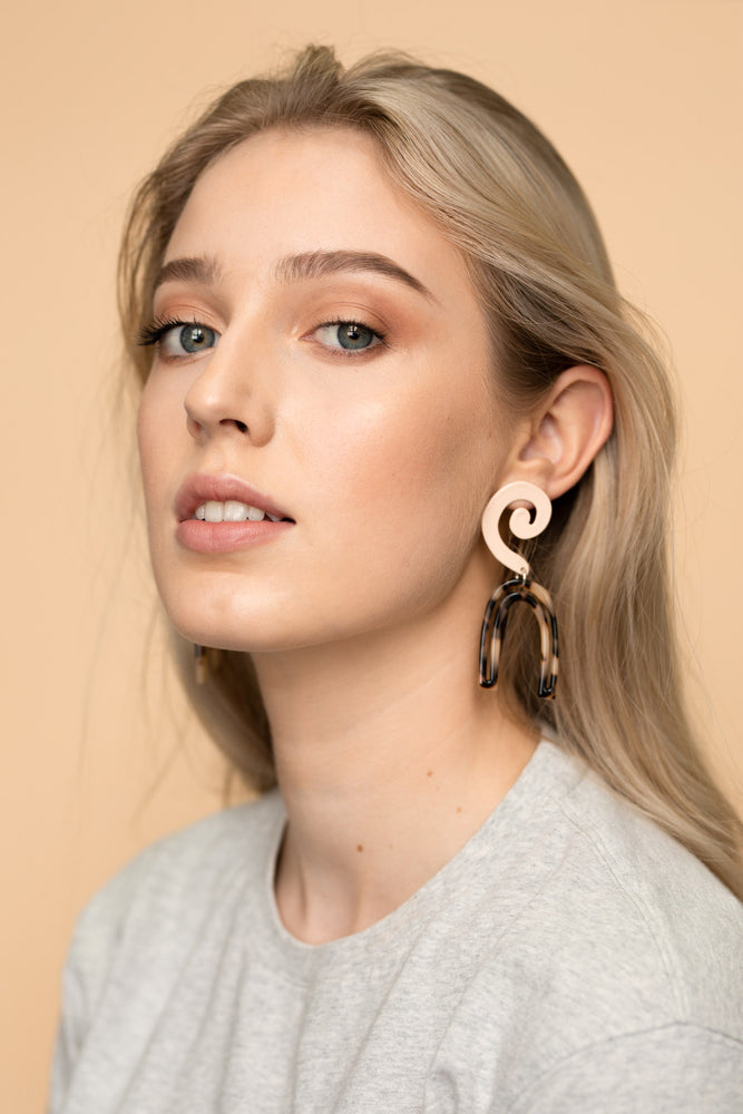Scroll Earrings (Pale Pink)