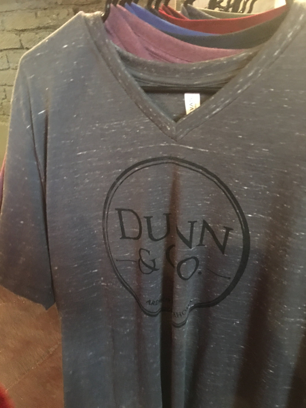 Dunn & Co. Screenprint Shirt - v-neck grey