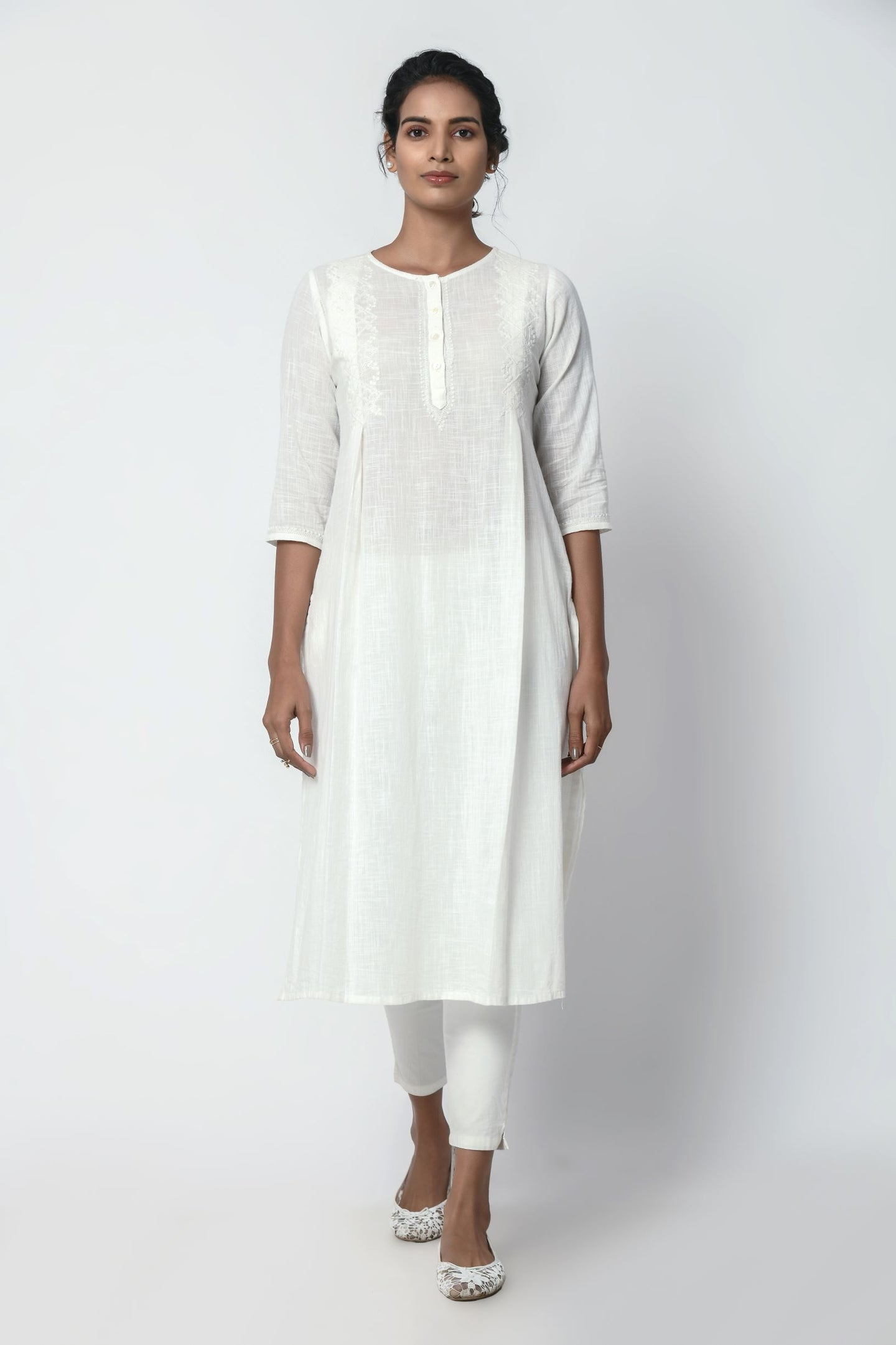Ivory White Kurta With Chikankari Embroidery