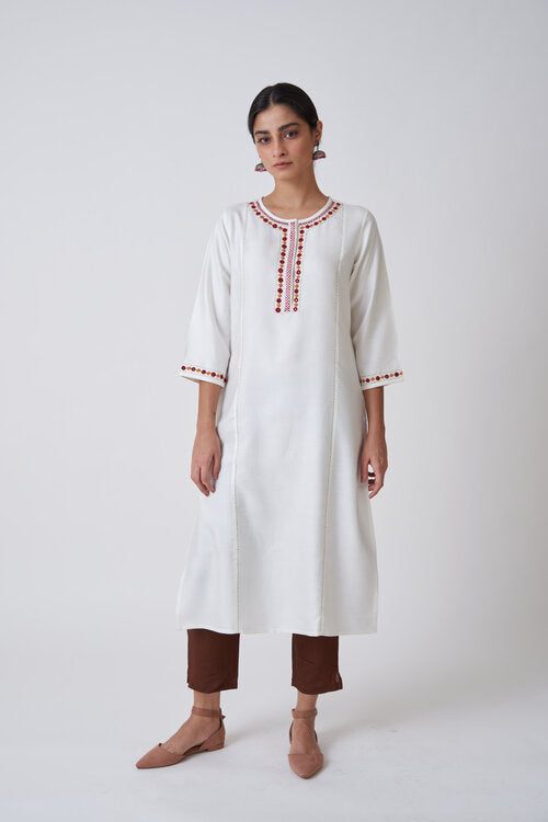 Off White Round Neck Concealed Placket Embroidered Kurta