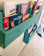 Repurposed Pallet Bookshelf