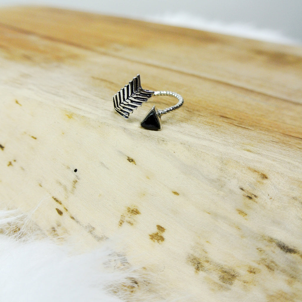 adjustable jet arrow ring silver twang and pearl