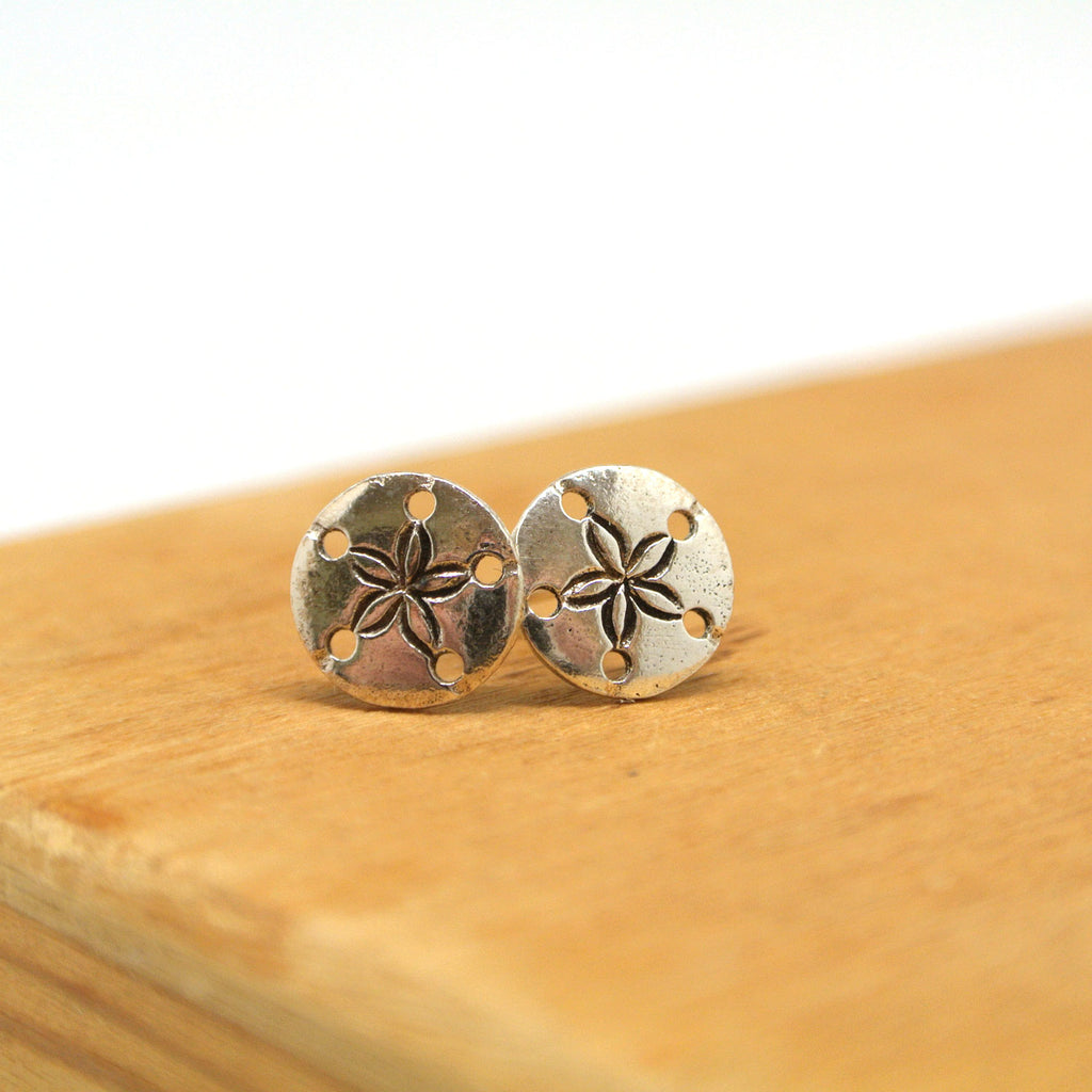 twang and pearl sterlin silver stud beach sand dollar