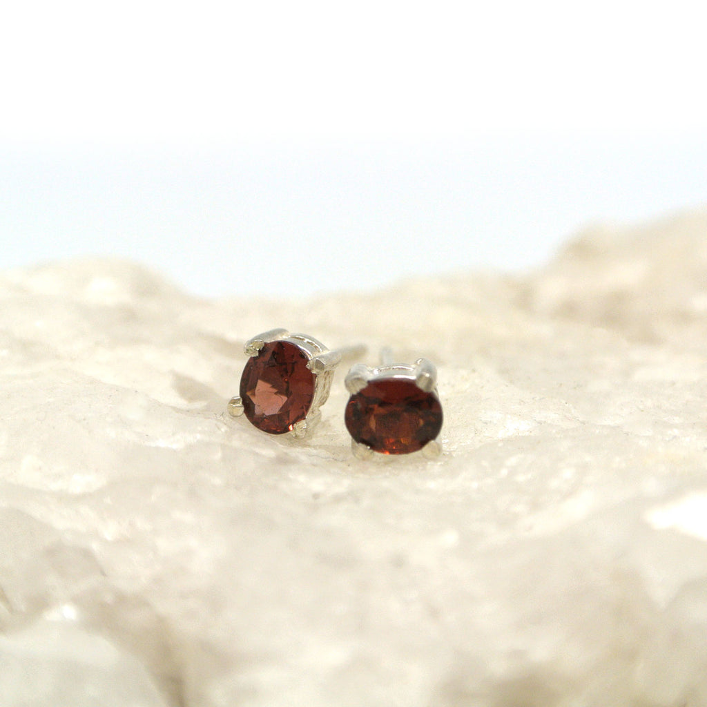twang and pearl gem stone studs small garnet