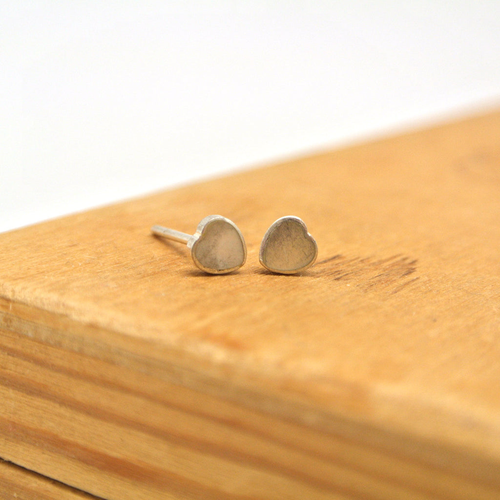 twang and pearl sterling silver studs hearts shell grey