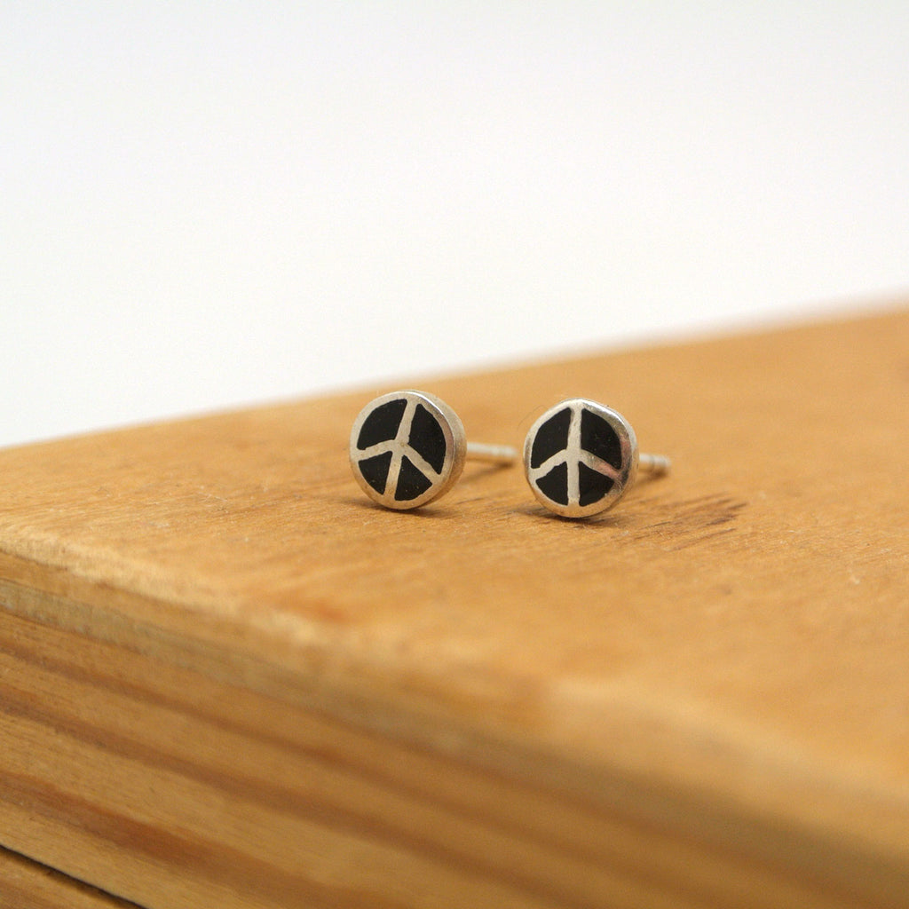 twang and pearl sterling silver studs peace onyx