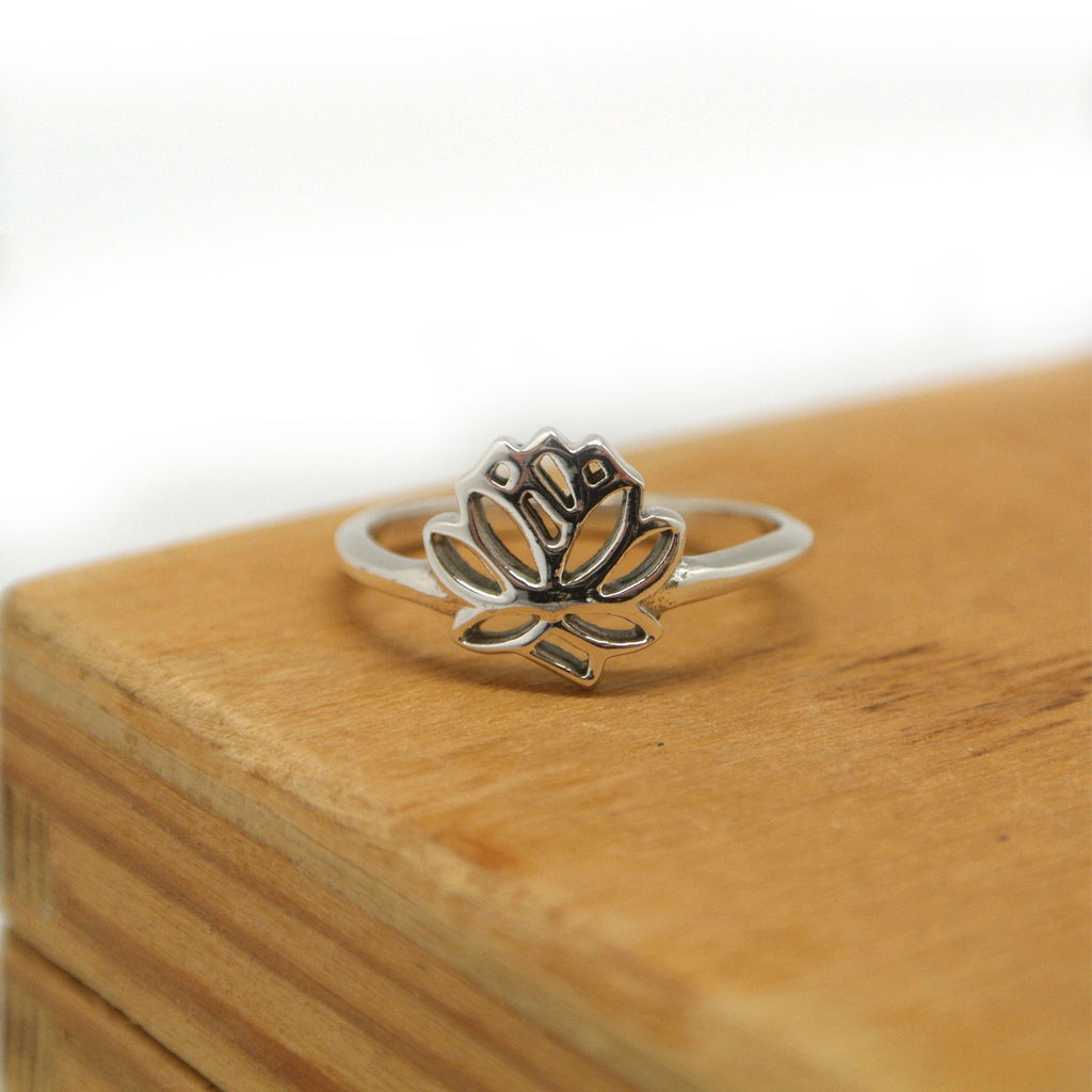 twang and pearl sterling lotus ring