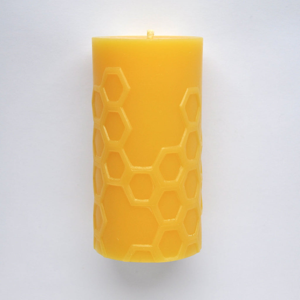 twang and pearl bees wax works candle Hex 5.0