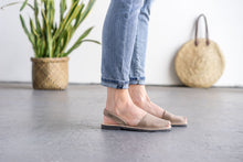 Pons Classic Sandal - Taupe lifestyle