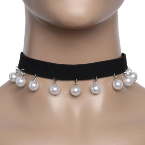 Suede choker with pearl drops