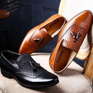 Men Carved Retro Leather British Style Pointed Toe Shoes