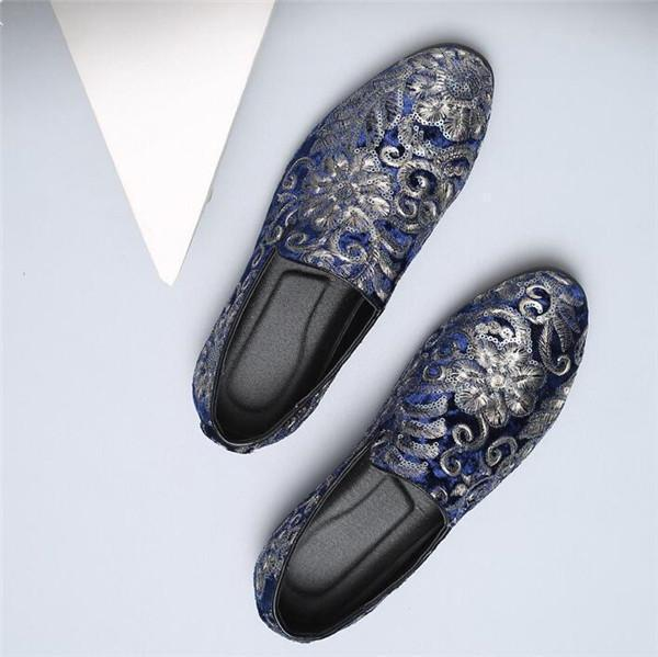 Men Embroidered Style Pointed Toe Retro Suede Casual Shoes