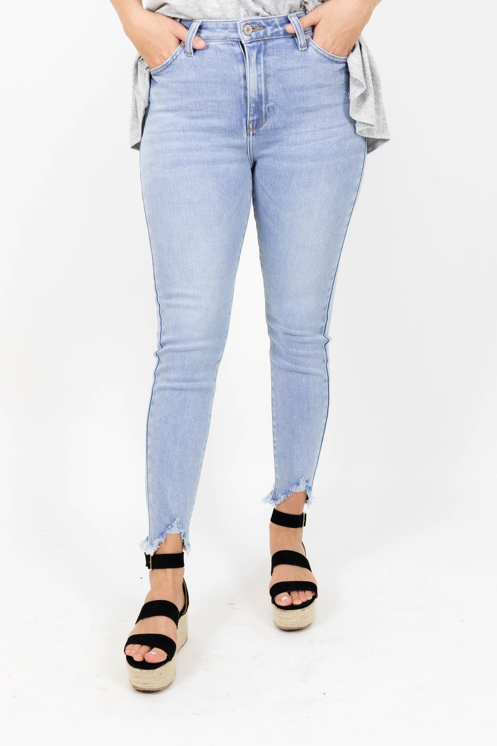 Light Wash High Waisted Jeans With Frayed Hem