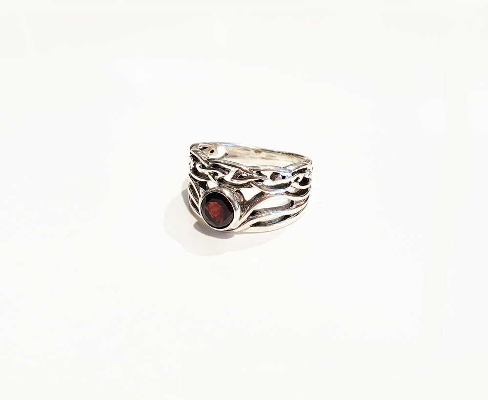 Celtic Wavy Garnet Ring - Sz 7