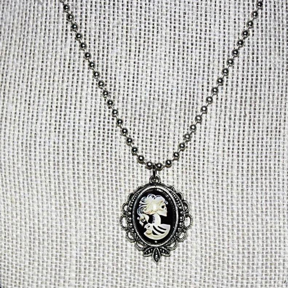 Skull-Bride Cameo Pendant Necklace