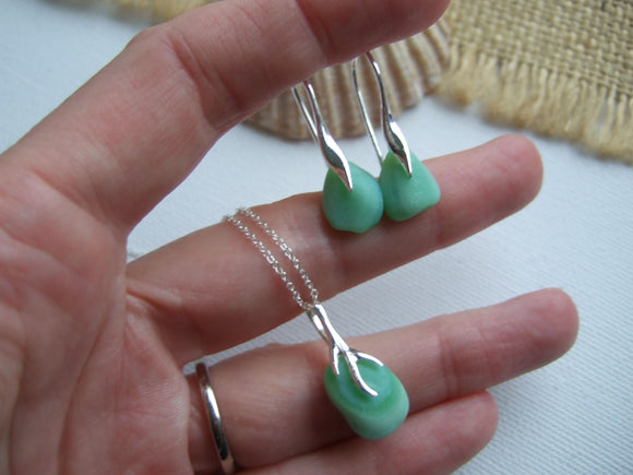 green milk glass jewellery set