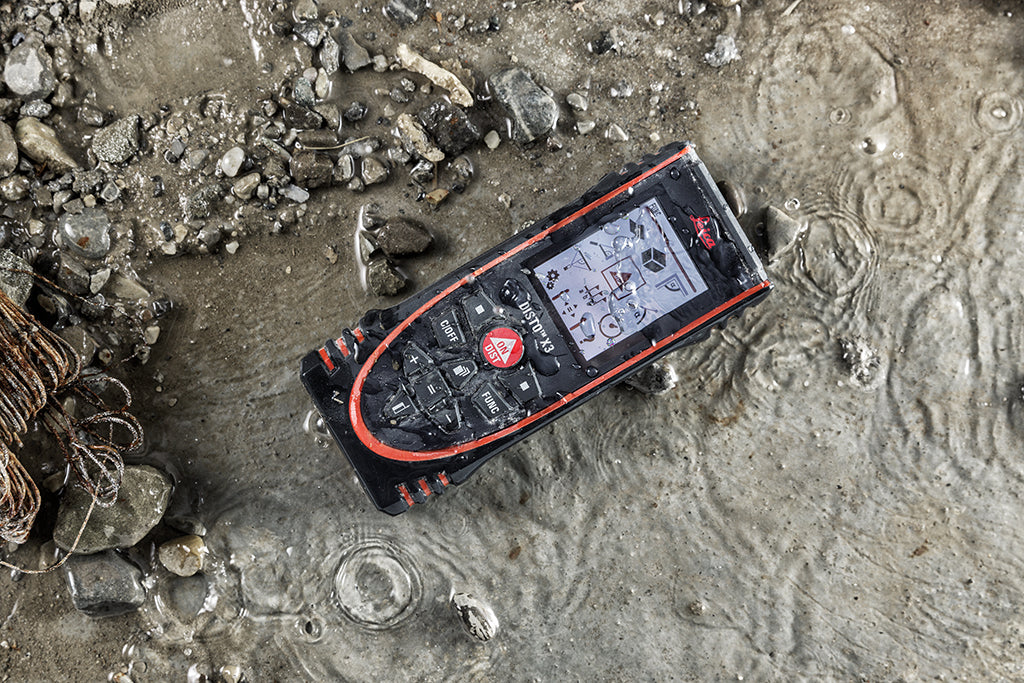 Disto X3 IP 65 in Water and Dirt