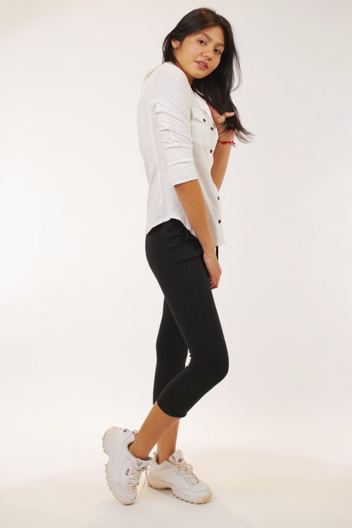 Pistache - Jogger Capri in Black