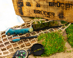 Brüder Brute Camp Knife- Blue Dyed Burl - 80crv2 Steel