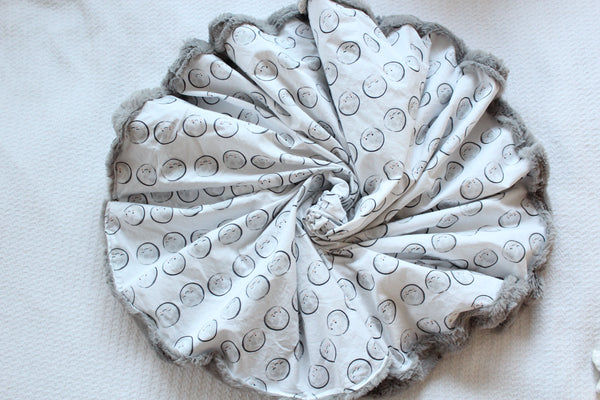 Round Blanket - Moon Happy Faces, Gray Faux Fur
