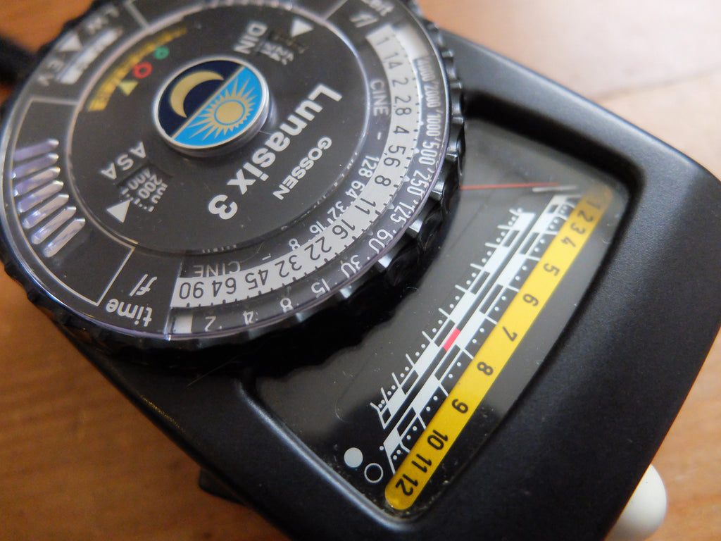 close up of lunasix light meter