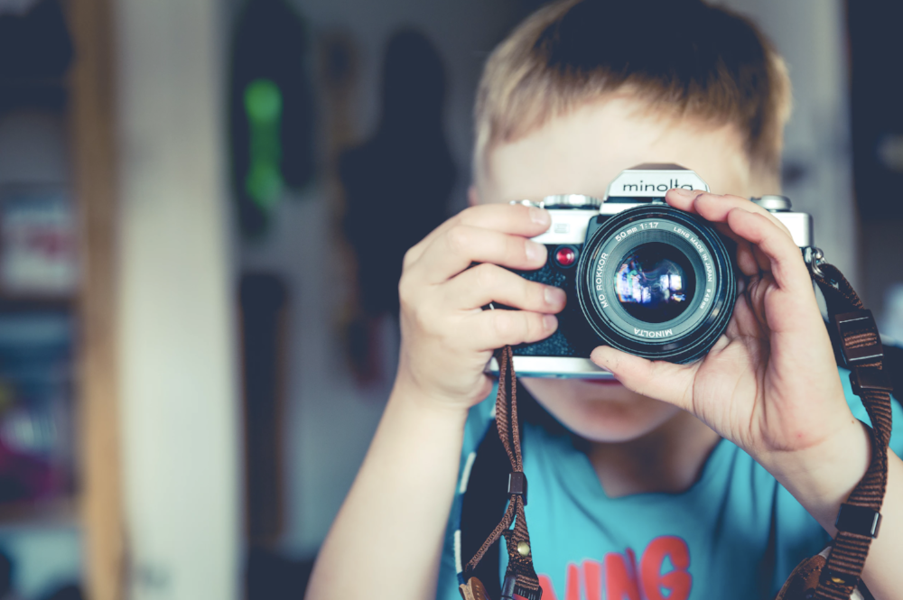 child learning film photography on 35mm film - photography gift