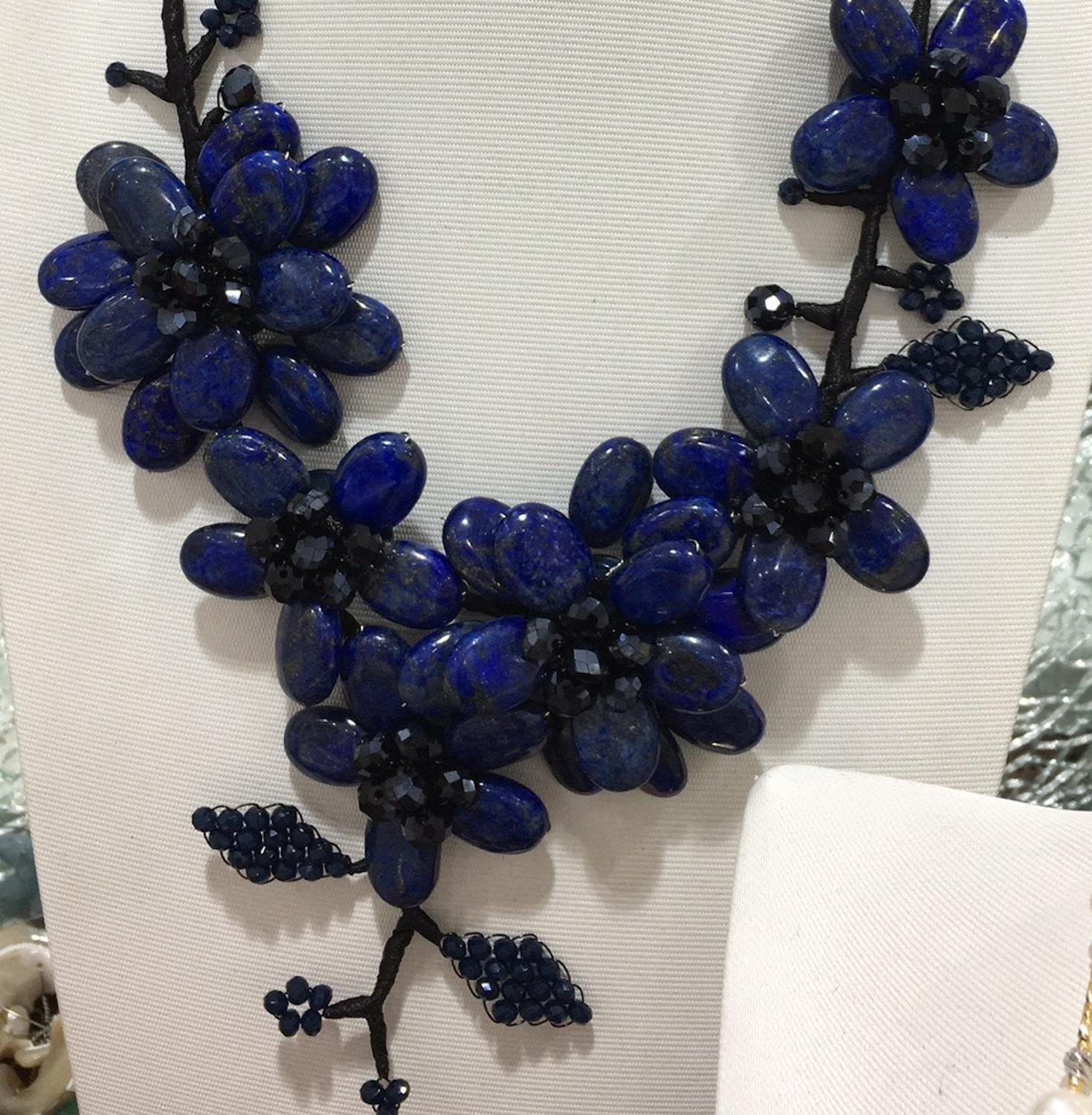 Wholesale New Styles Vintage Bijoux Love Lapis Lazuli Oval Stone Flower Necklace For Women Ethnic Necklace