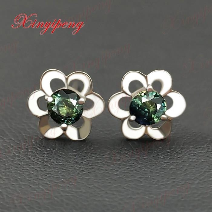 18 k white gold with 100% natural sapphire studs earrings Blue green color of fire Fine jewelry contracted