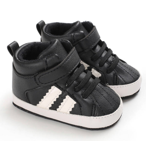 Everything Kicks | Black | size 3-6 months